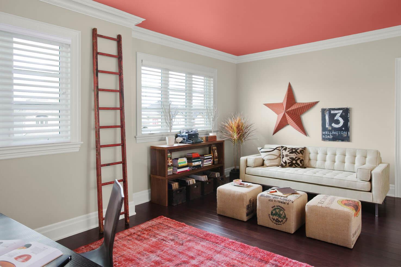 Розовый потолок в детской